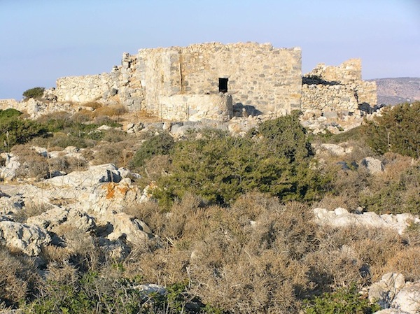 Ruins of the kástro above Livadi beach.