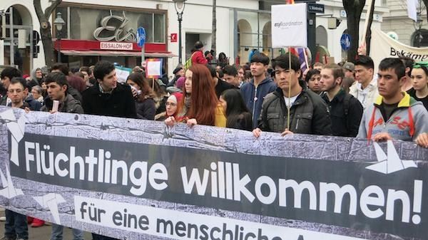 Pro-immigrant demonstrators in Vienna, 2016. (Photo: Paul Donnerbauer)