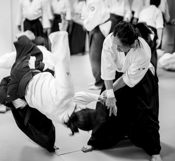 A strong Aikido base in an attack.